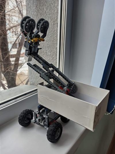 Робот «Сбиватель сосулек»