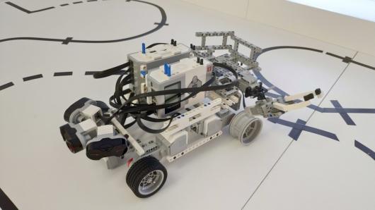 Беспилотный робот доставщик